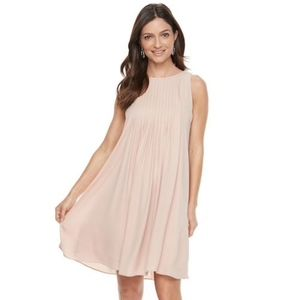 Hope & Harlow Sleeveless Pleated Chiffon Dress